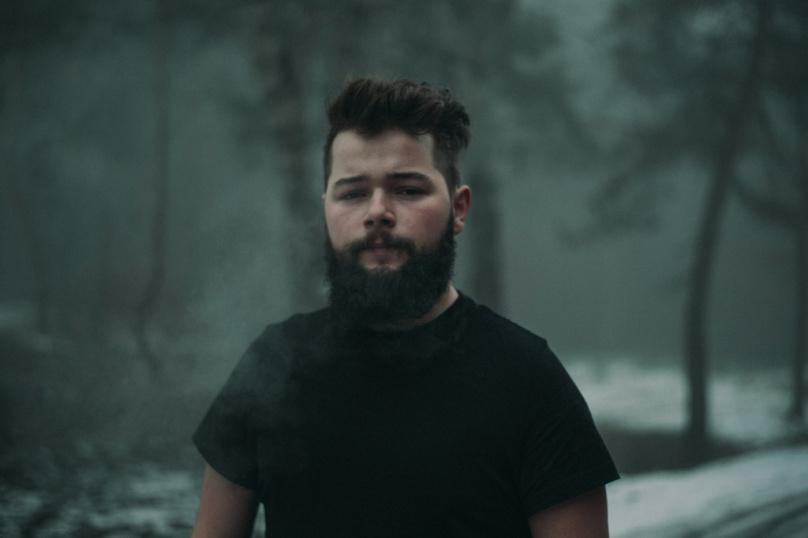 Mladý slovenský hudobník CHRIS ELLYS vydáva druhé CD Spring Folks