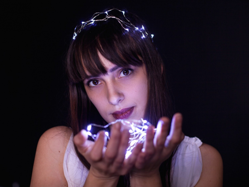 """Zpěvačka a skladatelka Marley Wildthing, vítězka letošní písničkářské soutěže proslulého festivalu NOVAROCK, představuje nový singl a videoklip """"Tunnelvision"""""""