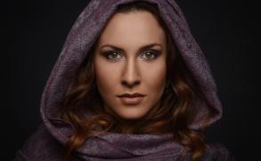 Zpěvačka aherečka LARA MORR přichází snovým singlem a videoklipem Múza, který srší vášní asex-apealem